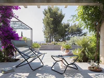 Wie kann man eine große Terrasse richtig einrichten?